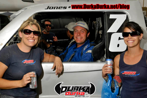 Jesse Jones (center) with his day 3 pit crew Rhiannon Freiley (left) and Sarah Saucier (right)
