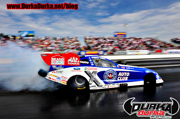 Robert Hight does his burnout.